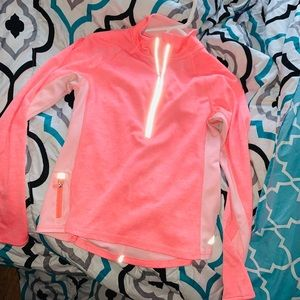 Long sleeve workout pink What's the tent of orange